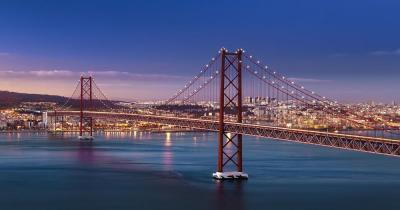 Brücke des 25. April / die Brücke bei Nacht