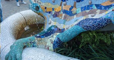 Park Güell - kunstvoller Brunnen