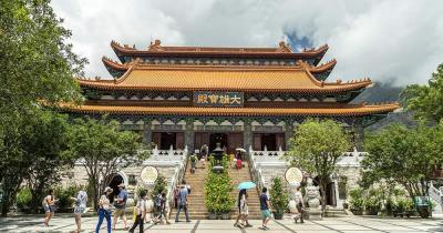 Po Lin Kloster / Haupteingang zum Po Lin Kloster