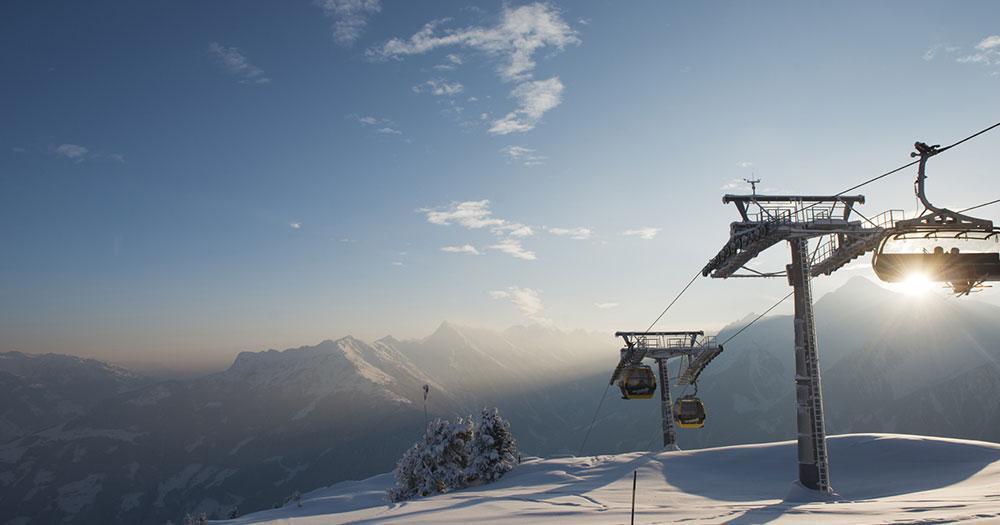 Mayrhofen - Im Sessellift die Sonne genießen