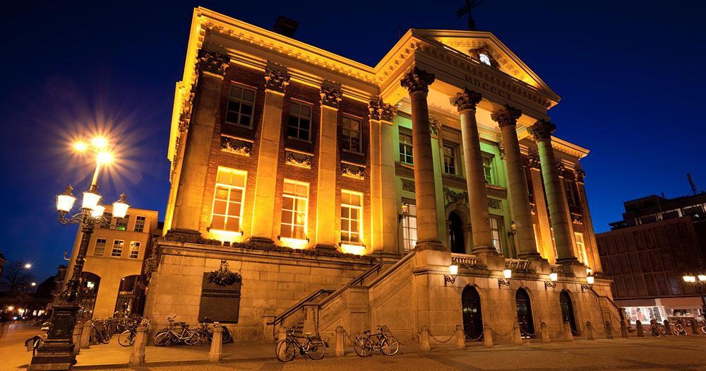 Groningen / Rathaus in Groningen Stadt bei Nacht