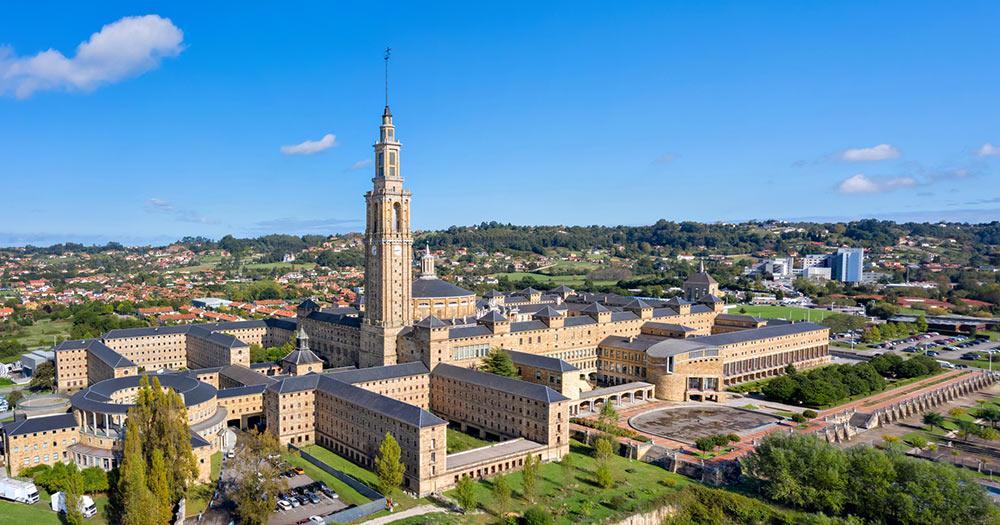 Universidad Laboral de Gijon - Fernaufnahme von Universidad Laboral de Gijon