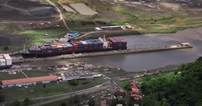 Panamakanal - Frachtschiffe am Panamakanal