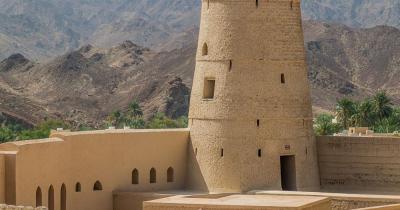 Festung von Bahla - ein Turm auf der Festung von Bahla