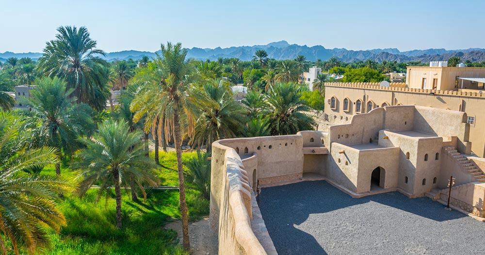 Festung von Nizwa - Üppige Oase rund um die Festung Nizwa in Oman