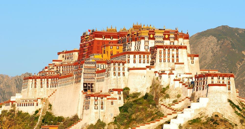 Tibet - Wahrzeichen des berühmten Potala-Palastes in Lhasa Tibet