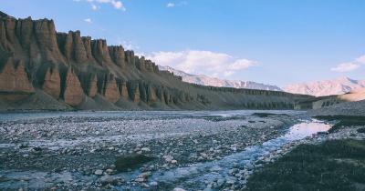 Himalaya Gebirge - wunderschön formatiertes Gestein, Himalaya Gebirge