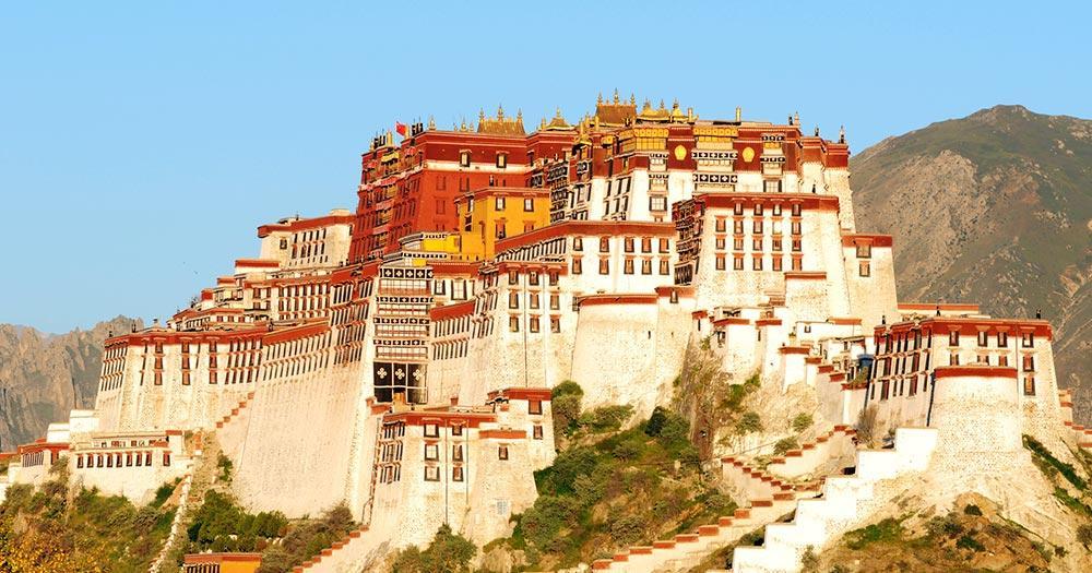Lhasa - Wahrzeichen des berühmten Potala-Palastes in Lhasa