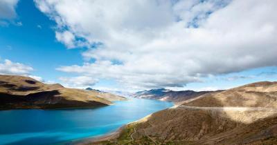 Yamzhog Yumco - der heilige See - im Sonnenlicht