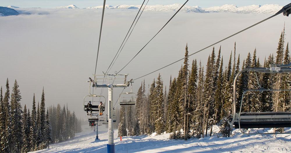 Revelstoke Mountain Resort - Liftfahrt aus dem Nebel