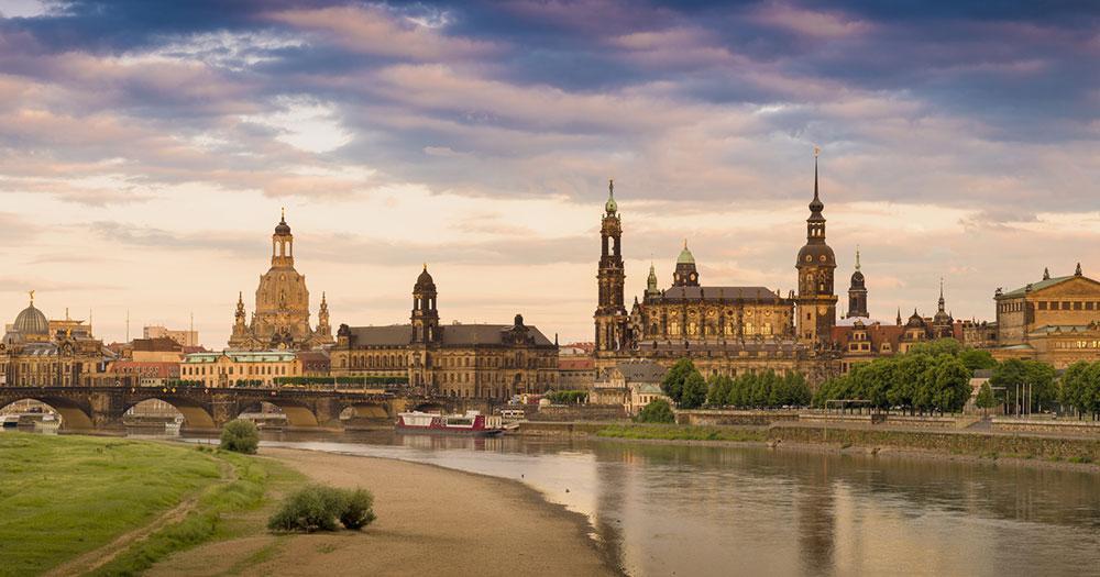 Dresden - Panorama mit Frauenkirche in Dresden