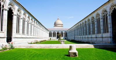 Der schiefe Turm von Pisa - der Monumental Friedhof