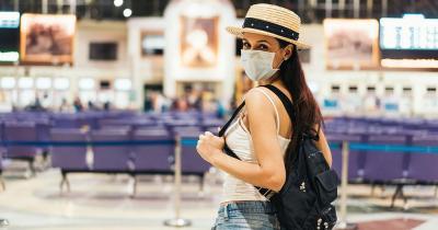 Sicher reisen trotz Corona - am Bahnhof mit Maske