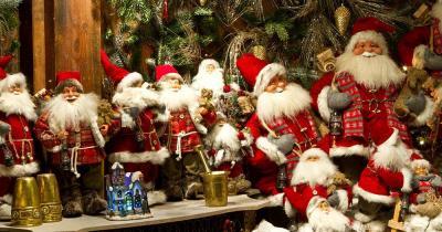 Weihnachtsmarkt Tivoli - Weihnachtsmänner zu kaufen