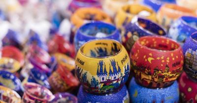 Prager Weihnachtsmarkt - Kerzen mit Weihnachtsmotiven