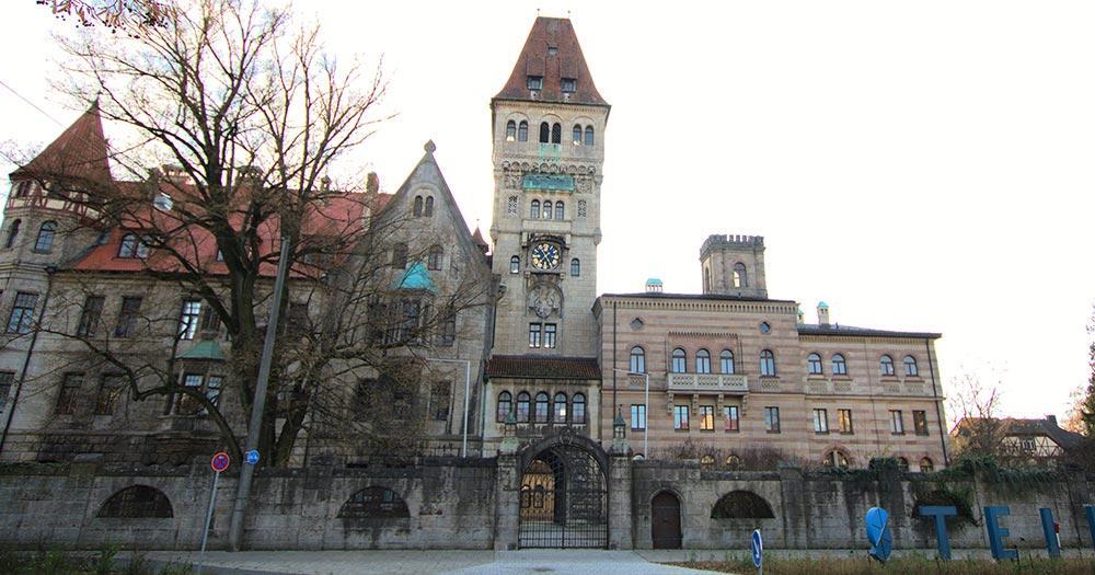 Stein - Die Stadt im Grünen - Schloss Faber Castell Vorderseite