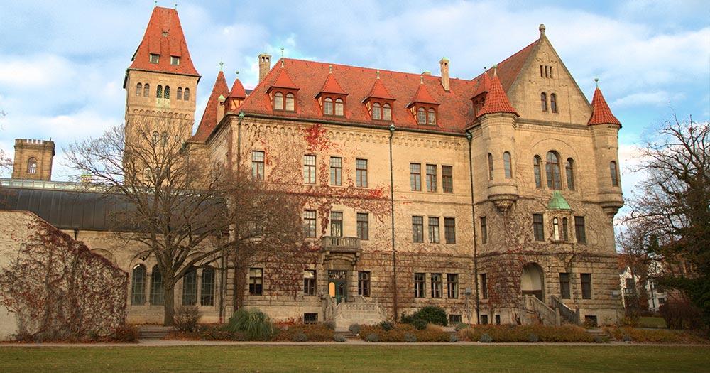Stein - Die Stadt im Grünen - Schloss Faber Castell hintere Ansicht