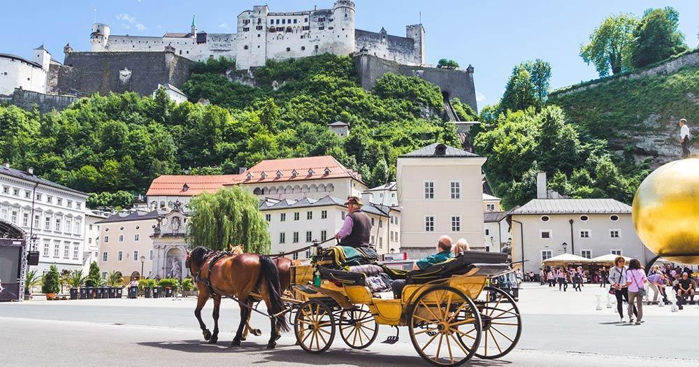 Salzburg - Fiaker vor der Festung Hohensalzburg