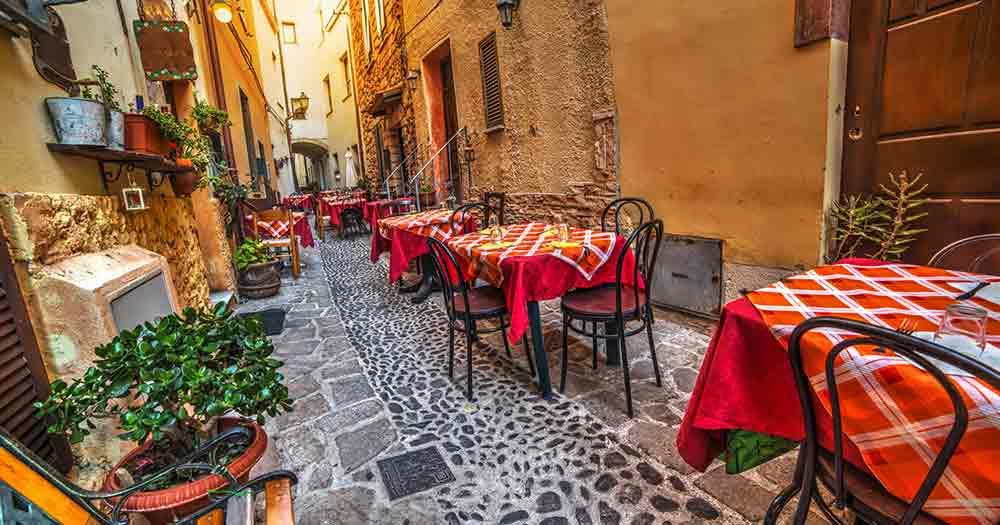 Sardinien - Tische und Stühle