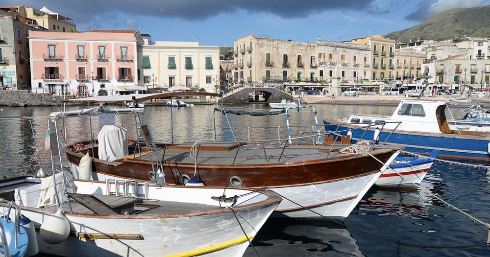 Liparische Inseln - Hafen von Lipari