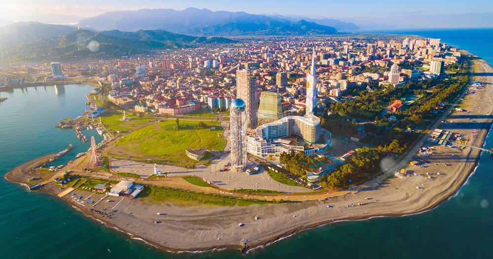 Batumi - Die Skyline vom Meer aus