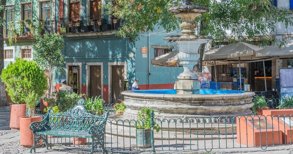 Guanajuato - Malerischer Platz mit Springbrunnen