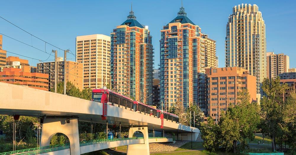 Calgary - Hochbahn mit Skyline