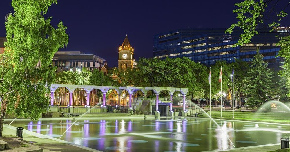 Calgary - Uhrturm bei Nacht