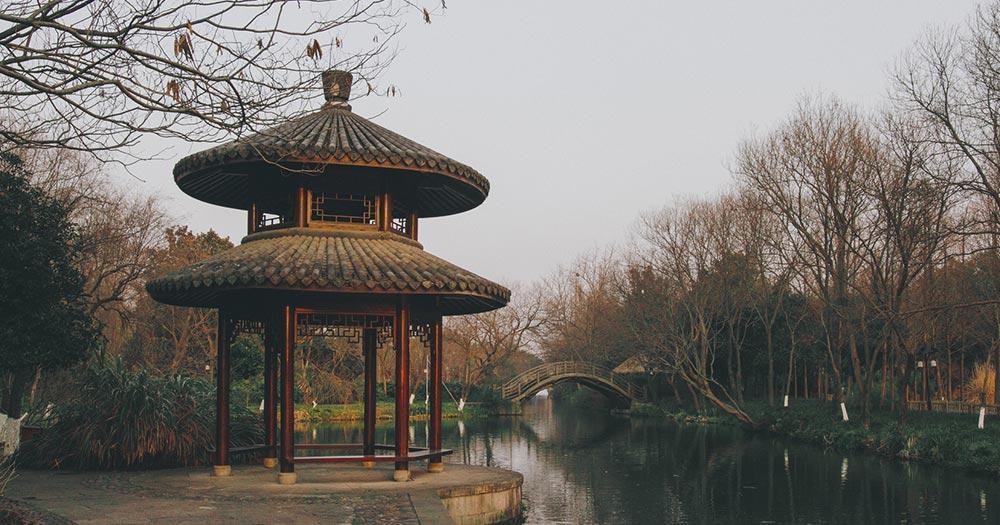 Hangzhou - traditioneller chinesischer Pavillon