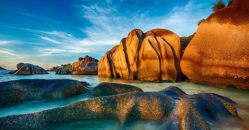 Anse Source d'Argent - die roten Felsen am Strand