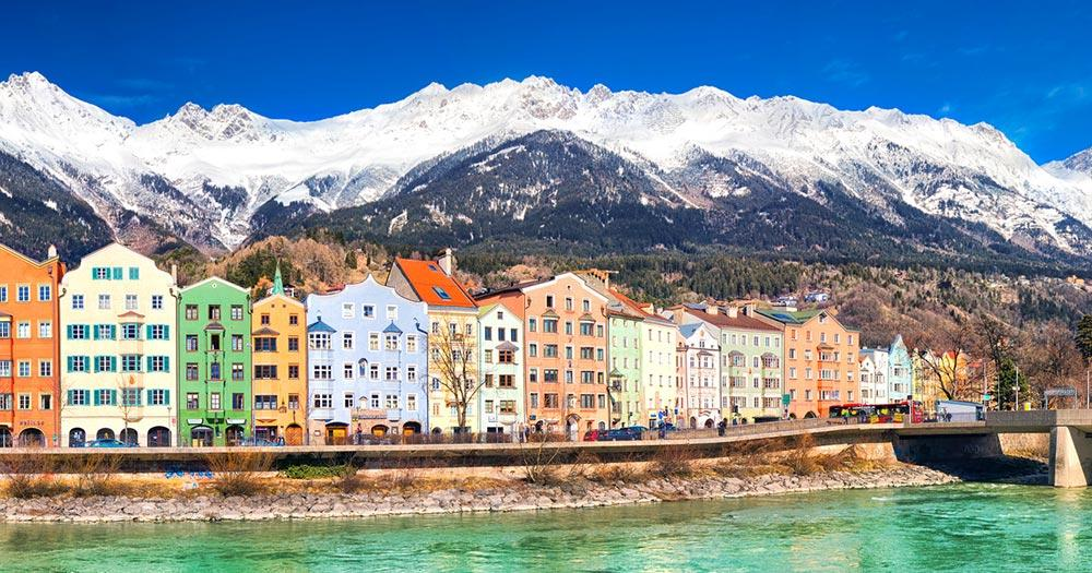Innsbruck - Altstadt im Alpenpanorama