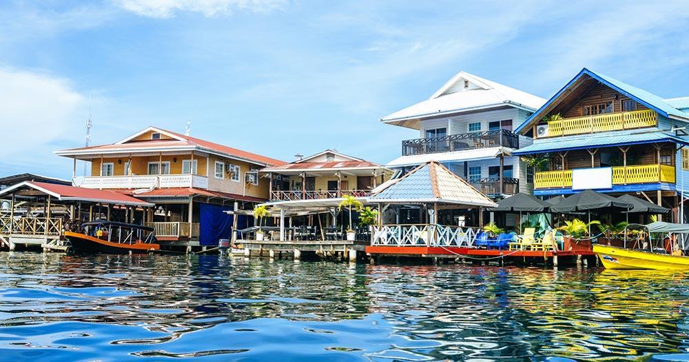 Bocas del Toro - typische Häuserzeile