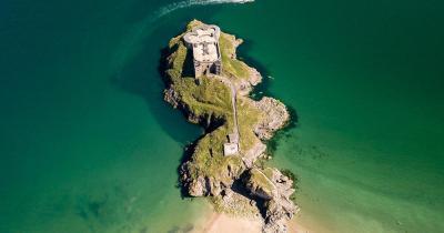 Pembrokeshire - Luftaufnahme einer alten Burg
