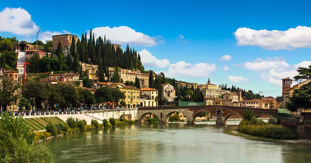 Verona - Blick auf die Stadt und Fluss