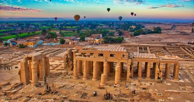 Luxor - Ballonfahrer über den Ruinen