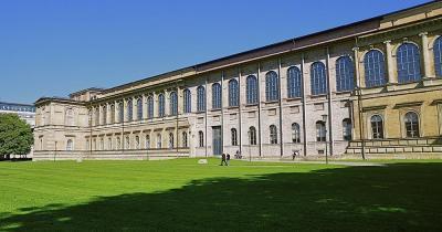 Alte Pinakothek - Ansicht vom Park