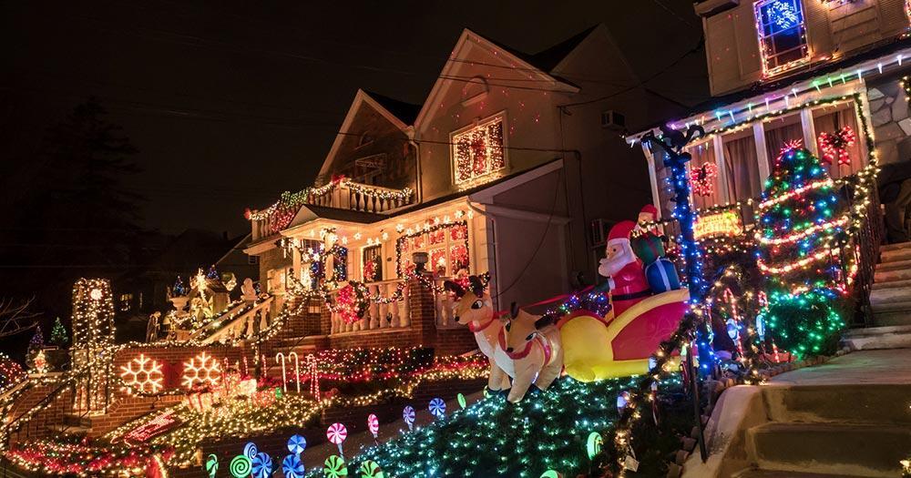 Amerikanische Weihnachtsbeleuchtung.Dyker Heights Weihnachtsbeleuchtung Bei Reise Und Url