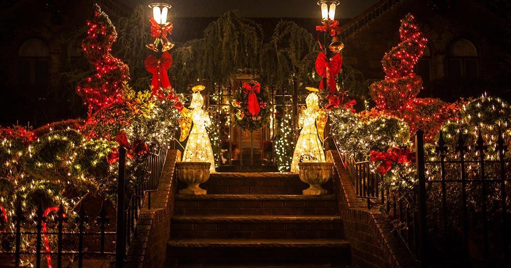 Dyker Heights - Weihnachtsbeleuchtung - beleuchteter Eingang