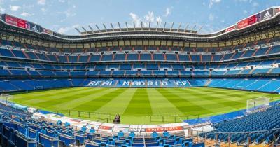 Estadio Santiago Bernabéu - Rasen und Ränge