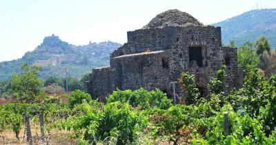 Ätna - Kirchenrelikt Cuba di Santa Domenica