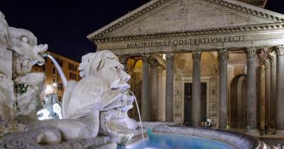 Pantheon - Brunnen davor