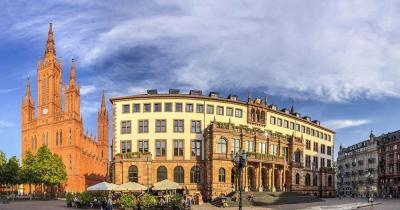 Wiesbaden - Schloßplatz mit Marktkirche