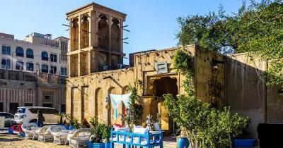 Al Fahidi District - Altstadtbauten mit Garten