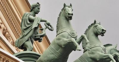 Bolschoi-Theater - Statuen