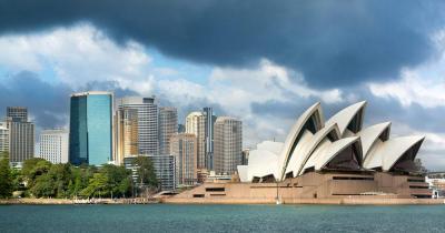 Opernhaus Sydney - dunkle Wolken über der Oper