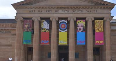 Art Gallery of New South Wales - Eingang mit Schriftzug
