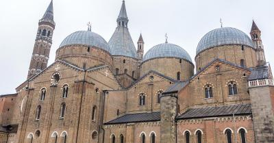 Basilika Des Heiligen Antonius - Aussenfassade